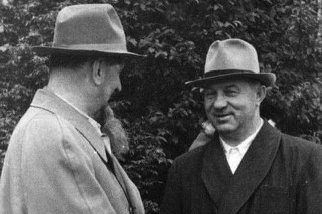 Академик Игорь Курчатов и директор КБ №11 Павел Зернов, 1950-егг.
