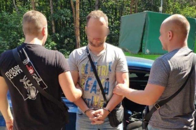 Под Киевом мужчина устроил стрельбу: пострадала девушка