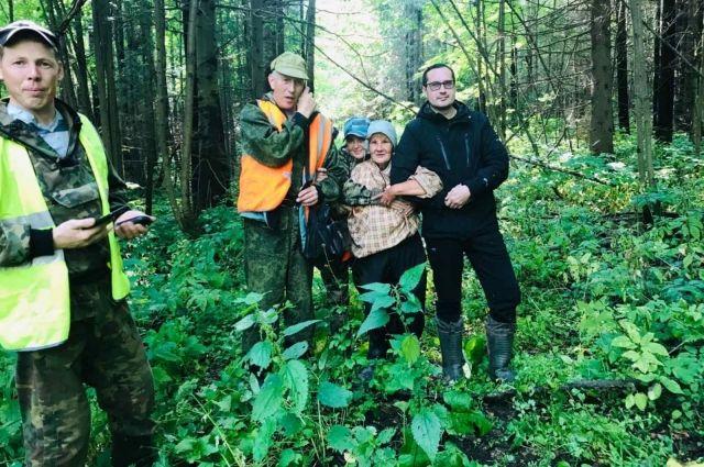 Три дня женщина блуждала по лесу.