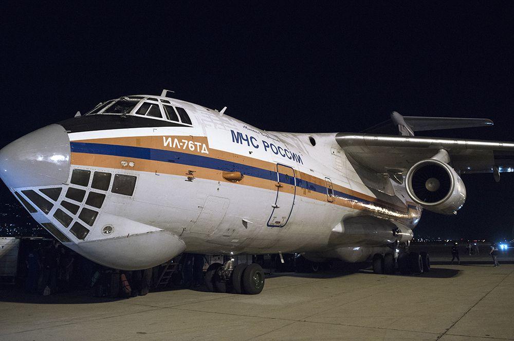 Самолет Ил-76ТД с российским оборудованием и специалистами для оказания помощи после разрушительного взрыва прибыл в Бейрут.