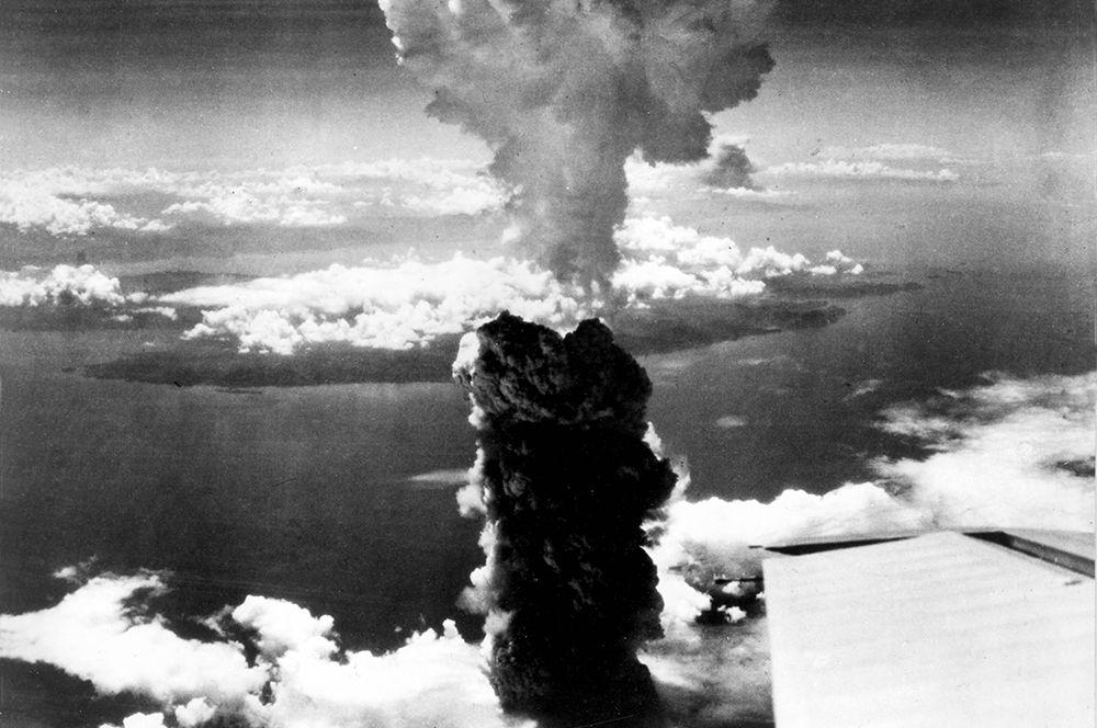 Ядерный гриб над Нагасаки, 9 августа 1945 года.