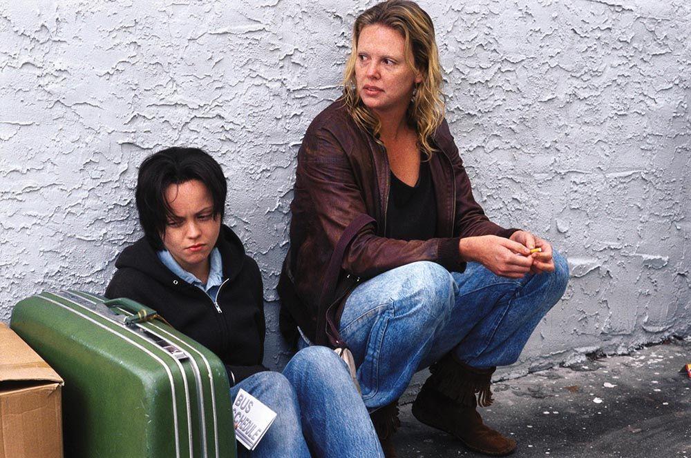 «Монстр» (2003) — серийная убийца Эйлин Уорнос.