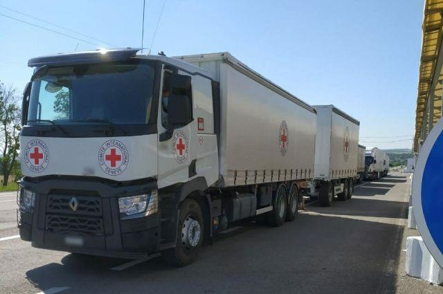 Красный Крест направил жителям ОРДЛО 7 грузовиков с гумпомощью