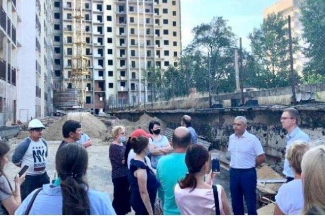 Дом на Достоевского планируют сдать в марте 2021 года.