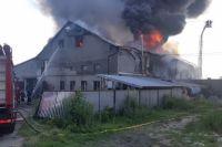 Во Львове горело производственное здание, была угроза взрыва газопровода