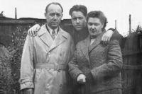 Юрий Ружников с родителями, 1960 г.