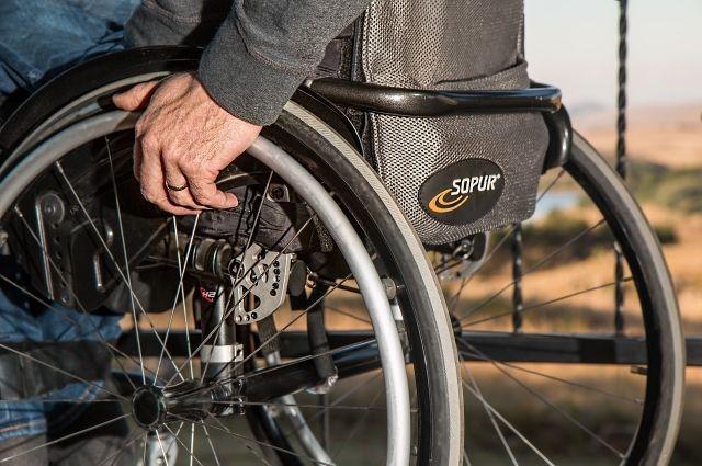 В Бугуруслане инвалид-колясочник пожаловался на нарушение прав со стороны магазина и аптеки.
