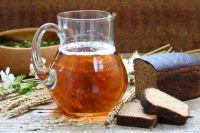 Напиток лета: врачи рассказали, кому нельзя пить квас