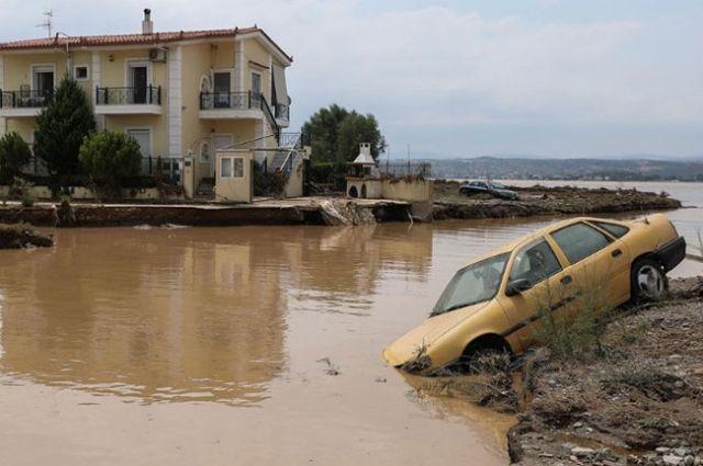 На греческий остров Эвия обрушилось наводнение