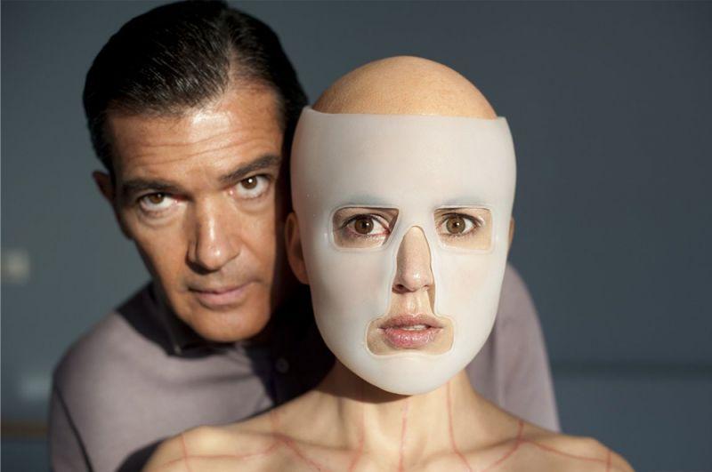 «Кожа, в которой я живу» (2011) — хирург Роберт Ледгард.