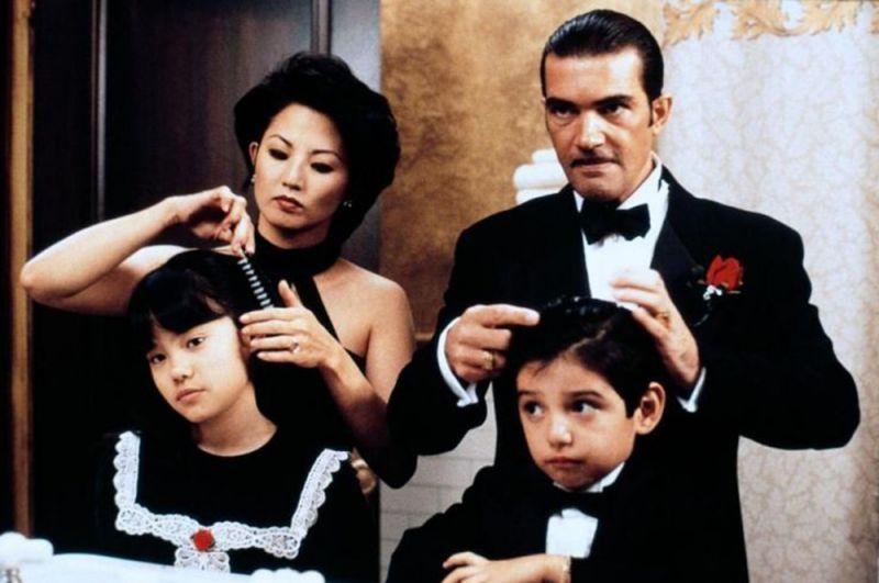 «Четыре комнаты» (1995) — мексиканский гангстер.