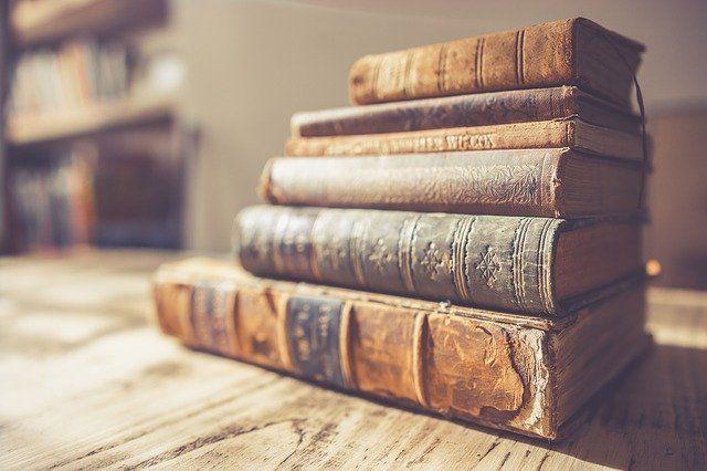 В Оренбургской областной библиотеке им. Крупской оцифровывают исторические фолианты.