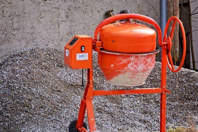 Прокуратура Оренбурга разбирается с бетонным мини-заводом во дворе жилого дома.