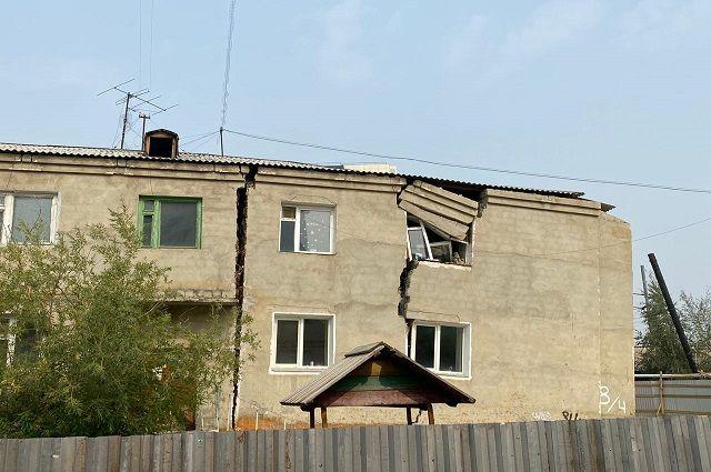 После появления первой трещины людям пришлось эвакуироваться в 4 утра.