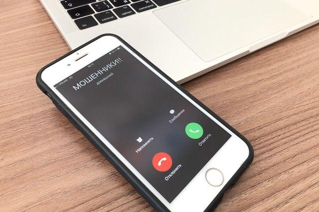 Женщина лишилась 225 тысяч рублей, которые перевела на три телефонных номера, который указал ей звонивший.