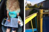 Девочка и её друзья играли с калиткой.