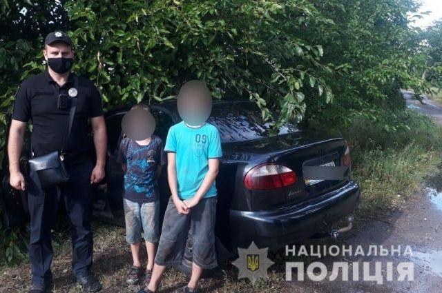 В Киевской области двое мальчиков угнали авто и попали в ДТП