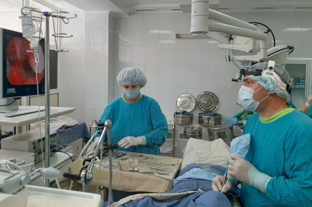 Тюменские врачи вернули пациенту возможность свободно дышать
