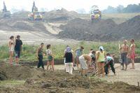 Охранными раскопками сейчас занимается много отрядов.