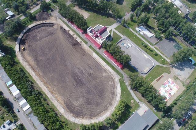 Площадь покрытия футбольного поля на стадионе «Энергетик» составляет почти 7 тыс. кв. метров.