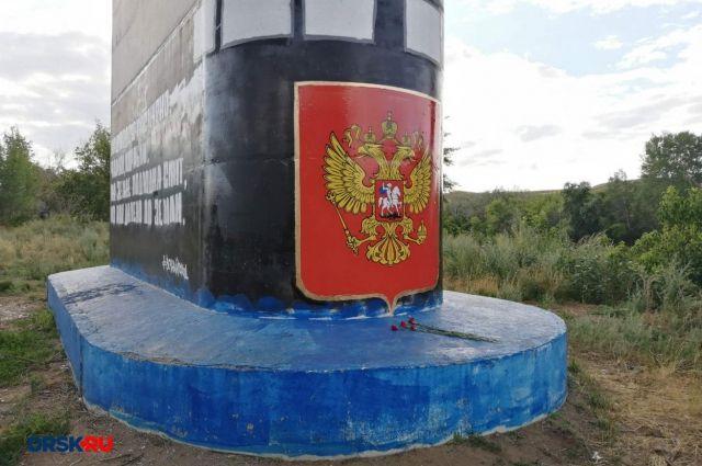 В Орске одну из опор моста через Урал превратили в арт-объект, посвященный подложке «Курск».