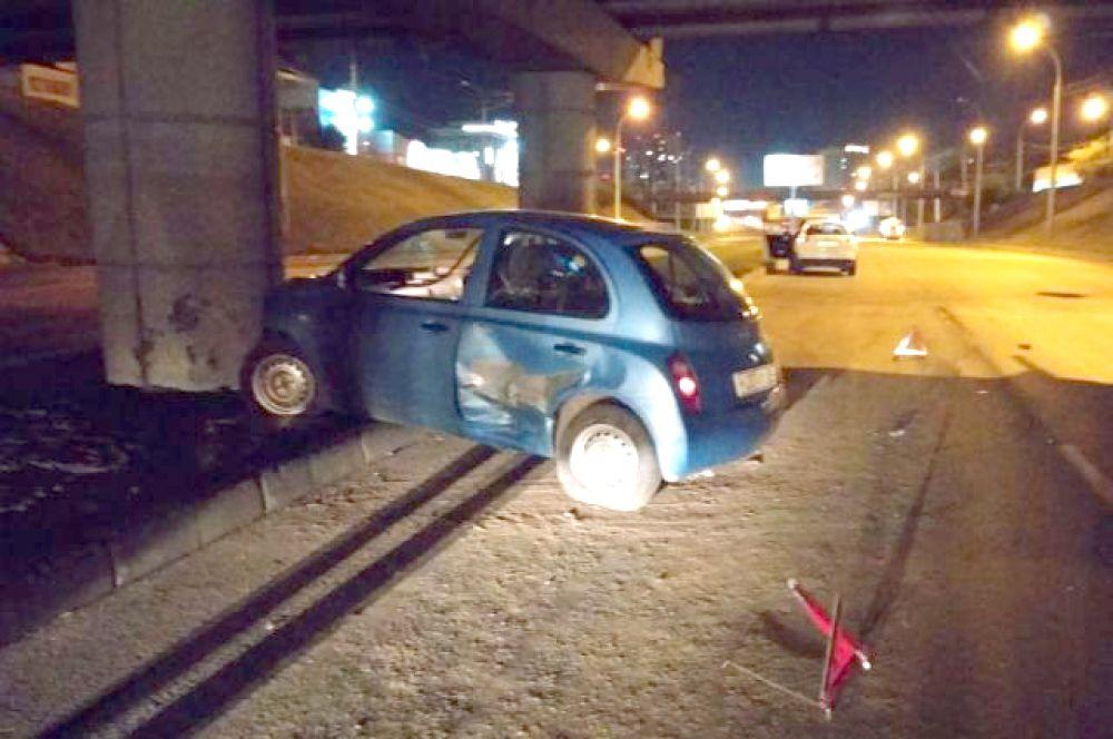 Причиной такой аварии стало пробитое колесо автомобиля. И здесь тоже пострадал ребенок.