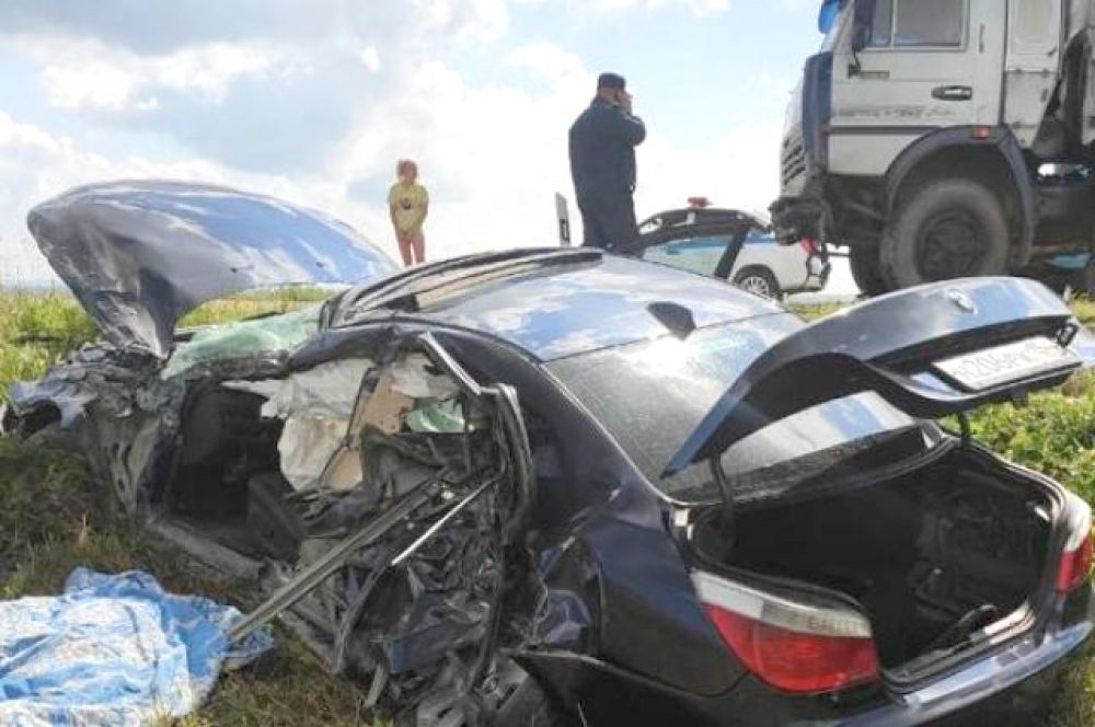В нынешнее лето ДТП случаются особенно часто. Будьте внимательны за рулём и на дорогах, берегите себя, своих родных и тех, чья жизнь может напрямую зависеть от вас.