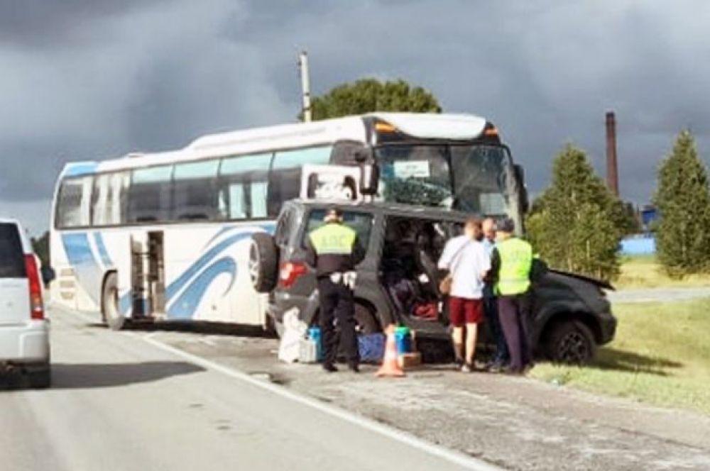 В ДТП страдают и самые маленькие пассажиры. В столкновении автомобиля и автобуса пострадали женщина и двухлетняя девочка.