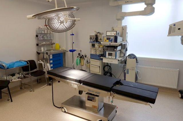В отделении хирургии кузьмоловского отделения ЛОКОД появились 5 современных многофункциональных хирургических столов общей стоимостью 5,7 млн рублей.
