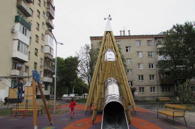 В Тюмени завершают благоустройство двора в районе Московского тракта