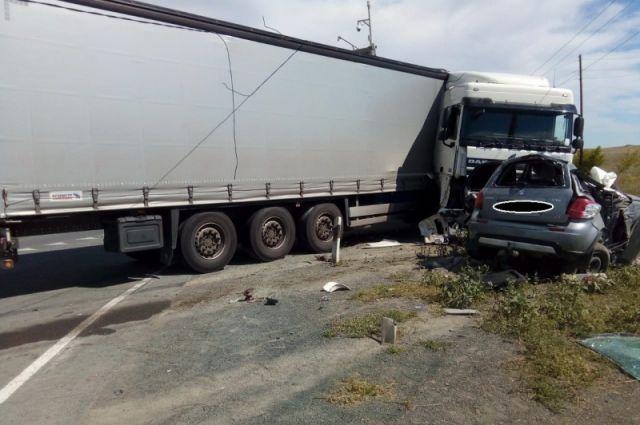 13 августа на трассе Оренбург — Орск в ДТП с фурой погибла женщина.