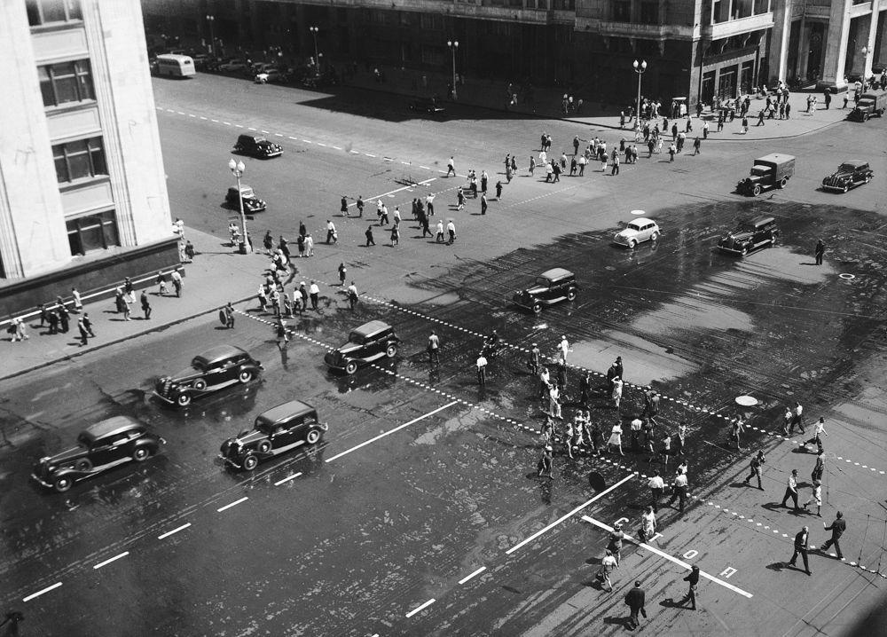 Улица Горького до реконструкции. 1938