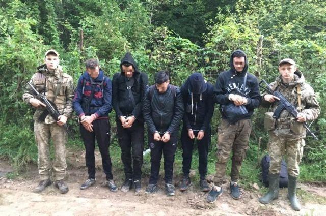 В Черновицкой области пограничники задержали нелегалов из Алжира