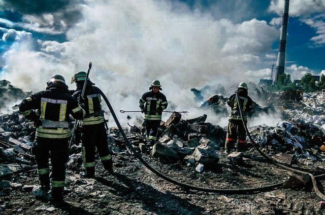 В Киеве произошел пожар на мусорной свалке