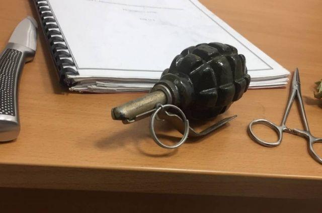 Тюменец пришел в гипермаркет на улице Одесской с гранатой