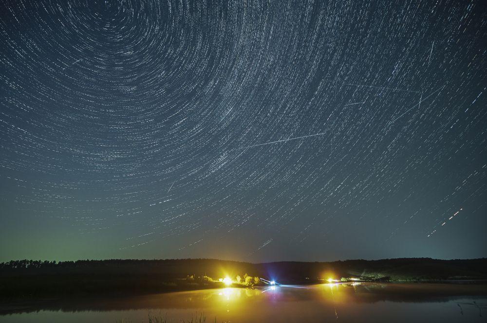Красноярскому фотографу Александру Паниотову удалось заснять самый знаменитый летний звездопад.