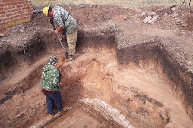 Самарские археологи обнаружили склеп оренбургского вице-губернатора Григория Аксакова.