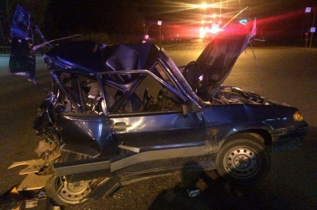 В Тюмени погиб водитель легкового автомобиля, в который врезался КамАЗ