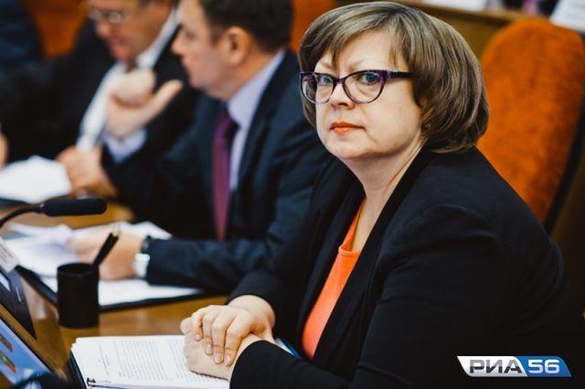 Он требует взыскать с чиновницы в бюджет более 30 млн рублей.