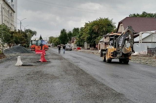 Дожди в Оренбурге внесли коррективы в ремонт дорог.