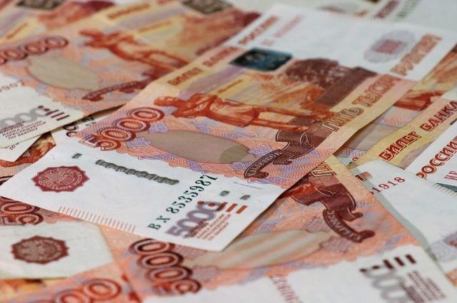 Тюменка рассчиталась за долги супруга в 2 млн рублей наличными