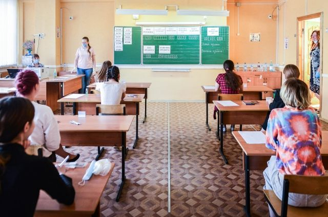 31 участник сдал госэкзамен на 100 баллов. Как обычно, большего всего стобальников по итогам сдачи ЕГЭ по русскому языку – 23 человека.