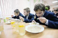 Все школы Рязани и области подтвердили готовность к 100-процентному обеспечению учеников младших классов горячим питанием.