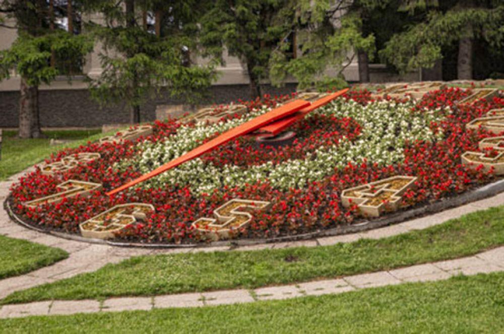 """Полюбоваться в Новосибирске можно и на такие композиции. Узнаете место, где располагаются эти большие и """"живые"""" часы?"""