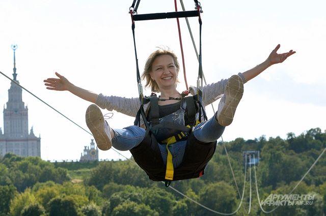 Длина воздушной трассы— 700м сперепадом 50м. Подобный Zipline вСочи короче нанесколько метров.