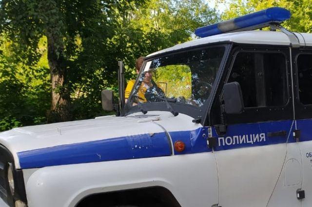 Сотрудники полиции прибыли на место происшествия.