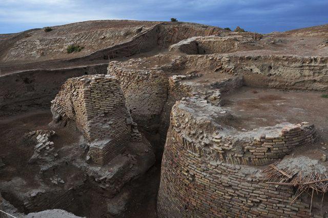 Останки главных ворот Отрара — родины аль-Фараби.