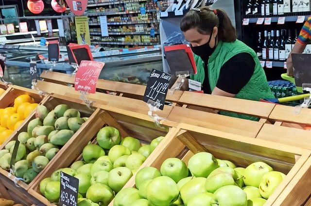 Найти яблочки по сто рублей за килограмм нынче большая удача.