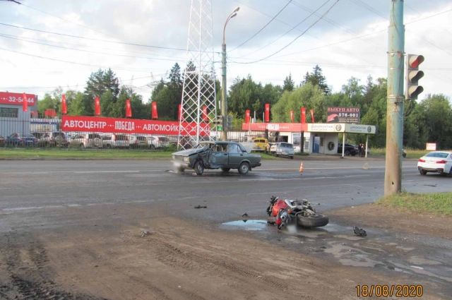 В Ижевске при столкновении мотоцикла и ВАЗа пострадали два человека