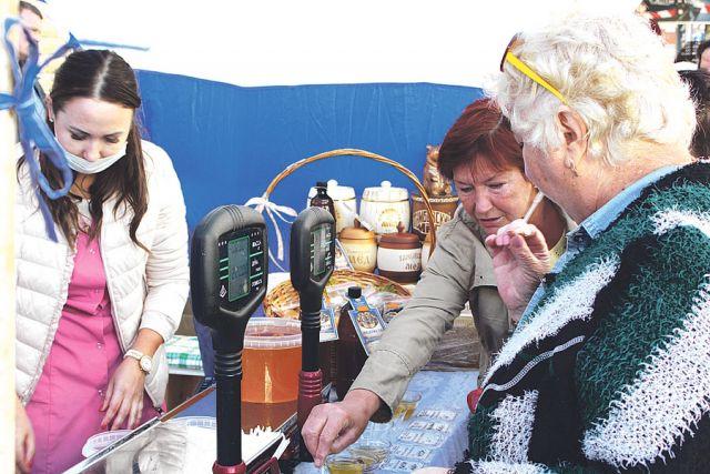 Ярмарка – радостный праздник, на котором можно было выбрать мёд из целой палитры вкусов и видов.